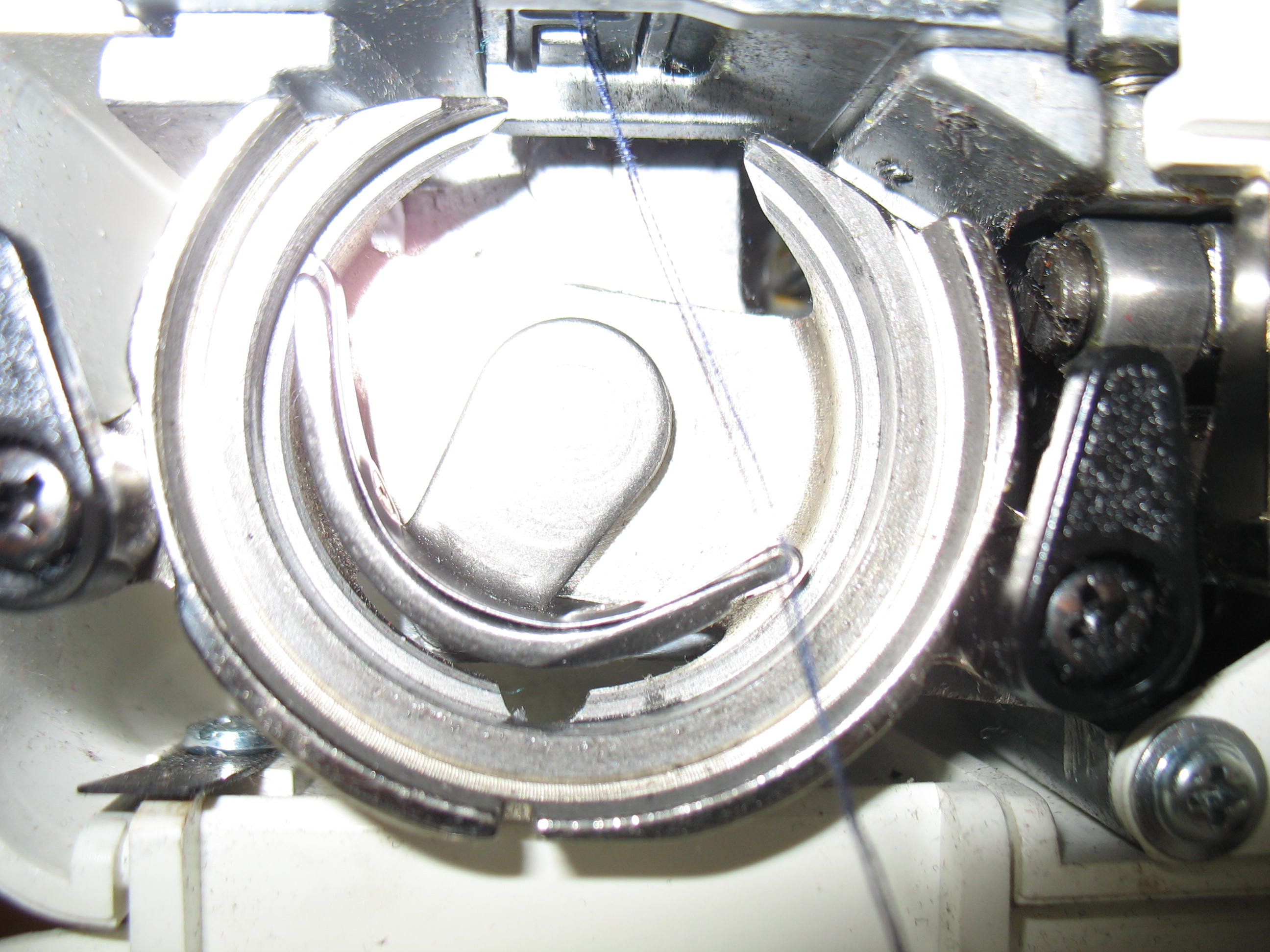 sewing machine shuttle assembly