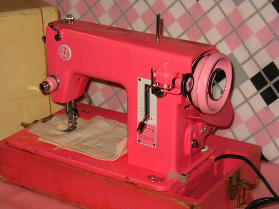 Pink Sewing Machine – Cute as a Cupcake! | Stitch Nerd